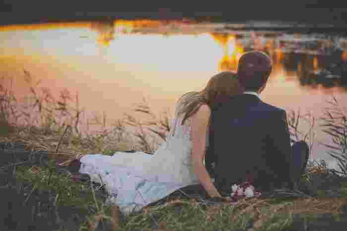 この作品は「新しき村」で失恋をしたり結婚をしたりする人を応援する気持ちで書かれたのだそう。  そのため「恋が盲目というのは、相手を自分の都合のいいように見過ぎることを意味するのだ。」など恋愛に関する名言も多く、心に響く言葉が見つかるかもしれません。