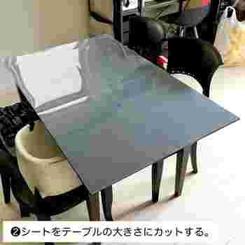 ダイニングテーブルをいつもと違った雰囲気にしたいのなら、PPシートを土台にしきれいにピシッと布や素材を張り付けることができます。 また、賃貸のDIYは原状復帰が必要なので、直接布や壁紙を貼り付けられないお部屋にもおすすめです。