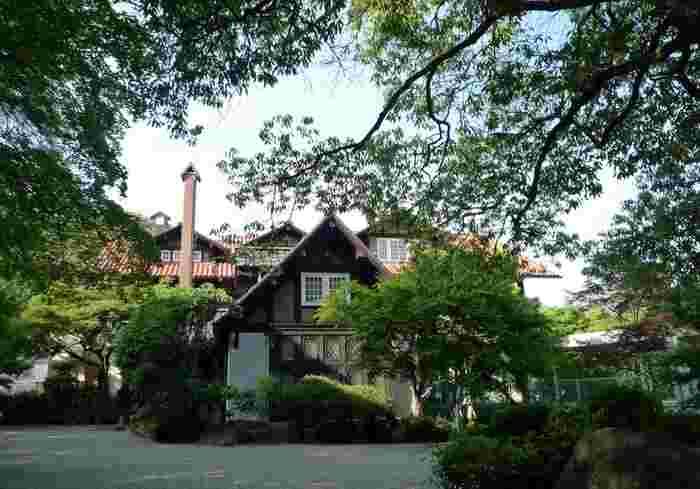 緑豊かな風景の中に佇むアサヒビール大山崎山荘美術館は、まるで物語の中に入り込んだかのよう。