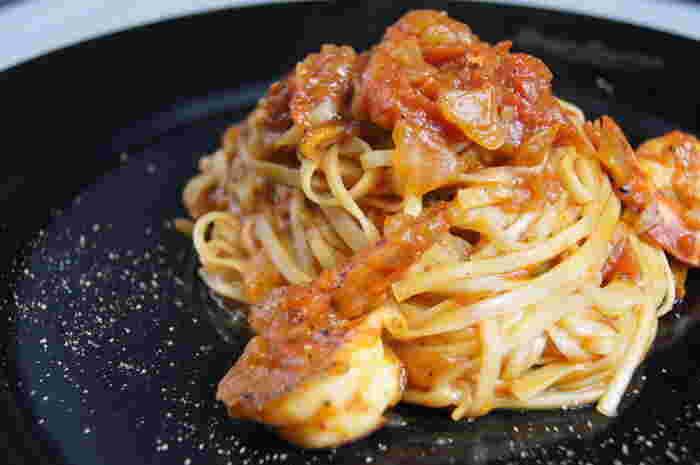 創作料理の店・おり座では稲庭うどんの新発想メニューがいただけます。トマトソースやカルボナーラなど、稲庭うどんをパスタに見立てた料理の数々に目からウロコ!