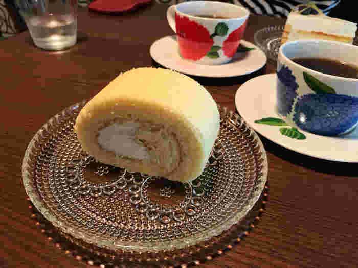 食後のデザートにおすすめのロールケーキ。きめ細かいスポンジと、優しい甘さの生クリームでほっとする味わいです。コーヒーのお供にもぴったり♪