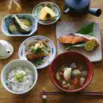 まずは基本の5種類のうつわから、好みのもので揃えてみましょう。きっと、毎日のお食事がもっともっと楽しいものになりますよ♪