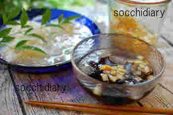麺つゆを炭酸水で割るユニークなレシピ。しゅわっとした爽快感と塩レモンの酸味で、暑い日もさっぱりと食べられそうです。