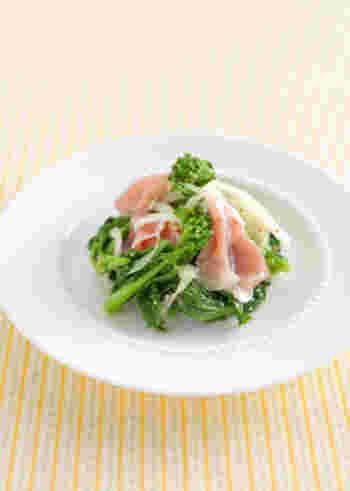 同じく、菜の花と新玉ねぎはさっぱりとマリネにするのも◎。ピンク色の生ハムも映えて、テーブルの上がパッと明るくなるような一皿は、おもてなしにもぴったりです。