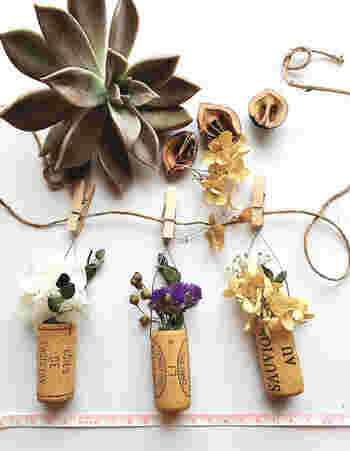 お花のガーランド。長く素敵に楽しめるよう、ドライフラワーもおすすめです。