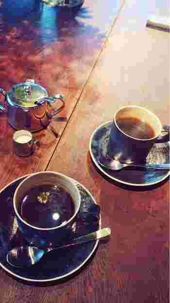 オープン以来、「ミディアム」「フレンチ」「カフェオレ」のみだったメニューに、最近になって、冷たいコーヒーも加わりました。軽い食事ではトーストが。