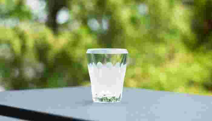 透明感とカットの見せる上品な輝きが優雅な、木村硝子店のMITATE(ミタテ)シリーズの、江戸切子の輝きが美しい涼しげな高級ショットグラス。