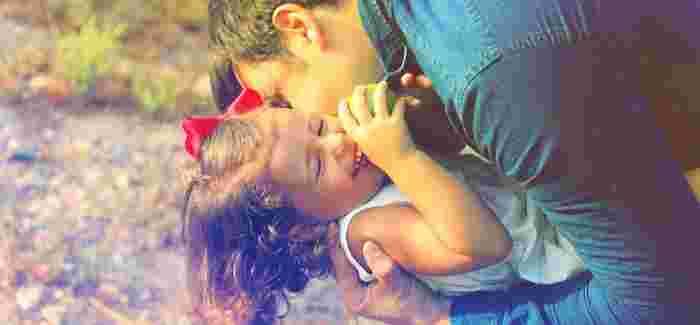 スペインの子供たちは誰もが特別な「プリンセス」と「プリンス」。みんな、そう呼ばれて育ちます。大人は自分の子供にはもちろん、他人の子供にも「さすがだね!」「よくできたね!」と褒め言葉をたくさんかけます。 ハグをして、キスをして、体中で愛情を示すのもスペインスタイル。こうしたコミュニケーションが人間形成に大いに影響していることは間違いありません。