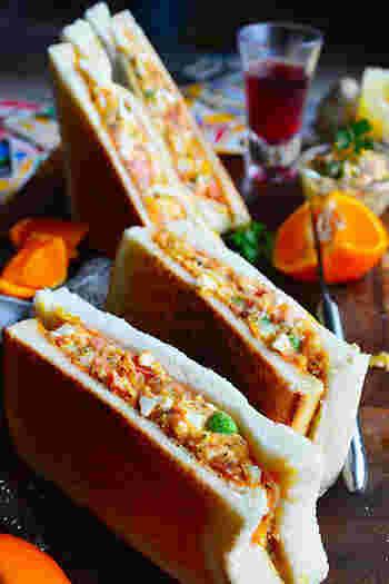 普通のサンドイッチもいいですが、少しアレンジしたホットサンドはちょっと格別。こちらのレシピは旬の春キャベツをふんだんに使っていて、季節感もバッチリです♪
