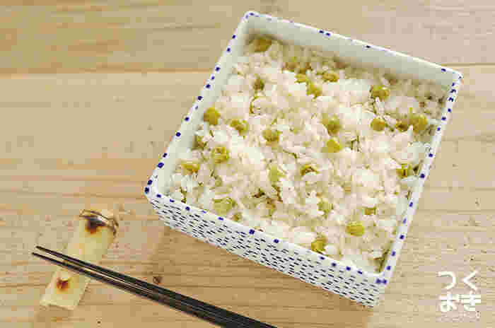 エンドウ豆のほのかな甘さと昆布と塩味がふんわり香る「豆ご飯」。作り方が簡単なのでいつものおかずにプラスして是非作りたいレシピです。