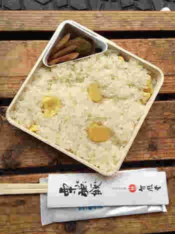 甘さ控えめで上品な味わいの栗おこわで有名な「竹風堂」。 栗を使った栗菓子もたくさんあります。