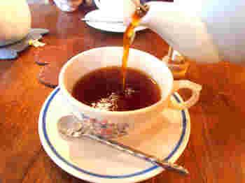 香り豊かなイングリッシュティーは、贅沢な気分を味わえます。静かな空間でいただく紅茶に心も満たされます。