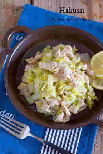 炒める時間はわずか5分!時短&美味しさのコツは、細切りした白菜を塩もみしているから。塩もみしたら2~3時間冷蔵庫で寝かせておくのがおすすめだとか。