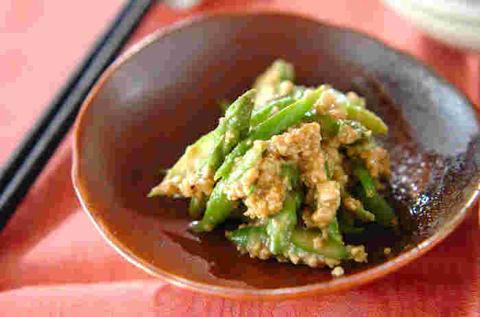夏はグリーンアスパラが美味しい季節。こちらのレシピは、カシューナッツの香ばしい風味を和えることで、アスパラの甘さが引き立ちます。