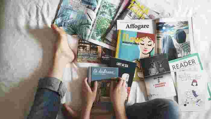 読みかけの雑誌や、プリント類、普段使う細々としたものなどを仮置きしていませんか?たくさんの文字や色とりどりのアイテムによってお部屋全体が散らかって見え、ほんの少しの仮置きがお部屋全体の印象を変えてしまいます。