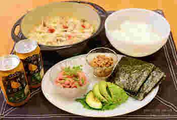 納豆はちょっと苦手…という人でも、手巻き寿司にしたら食べられるかも。  マグロやイカ、キュウリ、アボカドと合わせてもおいしいんです! マヨネーズや醤油で味付けしたり、かいわれ大根を一緒に巻くと、独特の臭いもあまり気になりません。  ひきわり納豆だとさらに食べやすいです。