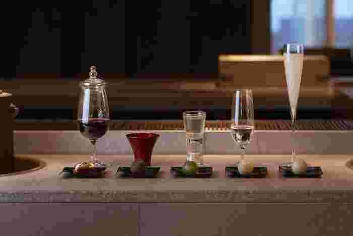 さらに、お茶だけではなくお酒とのペアリングコースもあります。様々な味や香りとの出会いを通して、新たな発見ができるお店です。