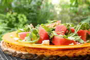 ギリシャの代表的なチーズ、フェタチーズとルッコラをスイカと合わせてさっぱりサラダに。