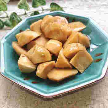 里芋やじゃがいも、かぼちゃなどは、電子レンジでチンするだけで柔らかくなり味付けをして一品になります。こちらはチンした里芋にわさび醤油を和えた一品。冷凍の里芋を利用すればさらに効率的。