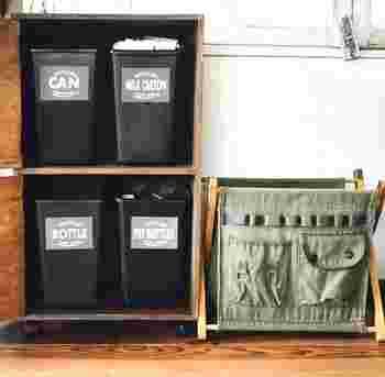 扉を開けてみると、4つのゴミ箱が収納されています。もっと多くのゴミ箱を入れたい方は、横幅を長くするもしくは、3段にするなど自由度も高いのがDIY。