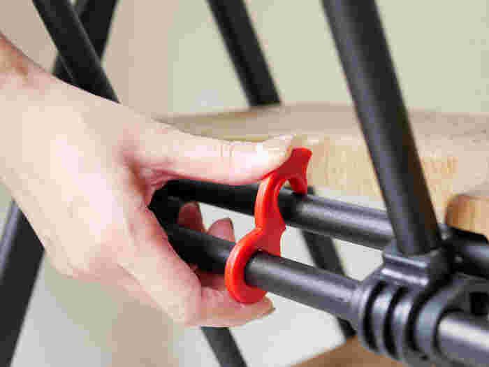 ロック付きなので、なにかの弾みで倒れることがなくて安心。幅広のステップや滑り止めの凹凸など、安全に配慮した工夫がいくつもありますよ。