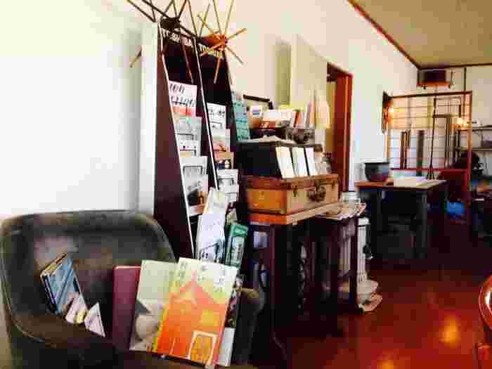ぜひ、店内の細かなところまで見てみてください。置いてある本の種類一つをとっても、お店が「レトロ」な雰囲気をしっかり守っていることが伝わります。