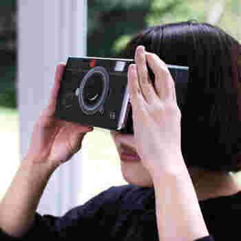 VR体験がスマートフォンで簡単にできたら面白いですよね。こちらのアイテムは、スマートフォンに3Dのゲームやアプリ、YouTubeなどをダウンロードして、機械にセットすれば手軽にVR体験ができる優れもの!