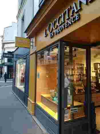 太陽いっぱいの南仏の雰囲気をお店で感じられるロクシタンは、日本でもすでにお馴染みのブランドですよね。でもここパリでは日本未入荷の掘り出し物があったりするかもしれません。ロクシタンの本場フランスからのお土産はきっと喜んでもらえます!