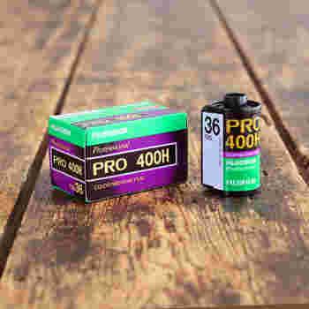 フジフイルムが海外向けに作ったフィルム。やや青みがかった低彩度で優しい色合いが特徴です。