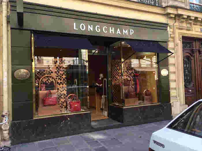 LONGCHAMP(ロンシャン)は、ジャン・キャスグランによって1948年にフランスで創業されたブランド。うつくしく使い勝手が良い多彩なバッグやアクセサリー類を中心に手掛けています。