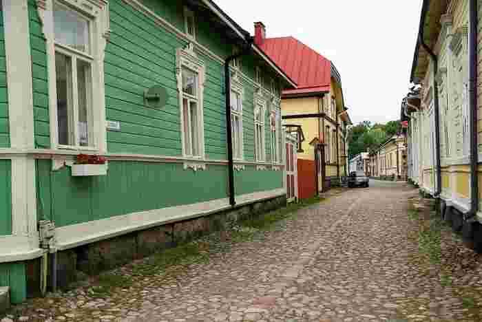 ボスニア湾に面するラウマは、フィンランドで最も古い港をもつ、絵に描いたように美しい町です。 15世紀半ばに建てられフランシスコ修道院に沿ってつくられたこの街は、木造建築によって構成された伝統的な北欧都市の姿を残しています。17世紀末の火災で大きな被害を受けましたが、古代の特有な建築遺産として保存され、1991年にユネスコ世界遺産に登録されました。