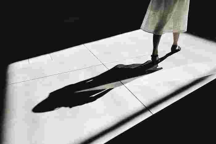 お呼ばれをした日や、靴を脱ぐタイプのお店に行かねばならないとき、履きずらく脱ぎずらい靴だと慌ててしまいますし、スマートではありません。