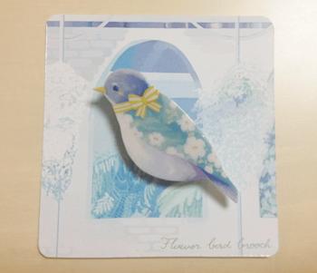 繊細で美しい、青い鳥のイラストブローチ。