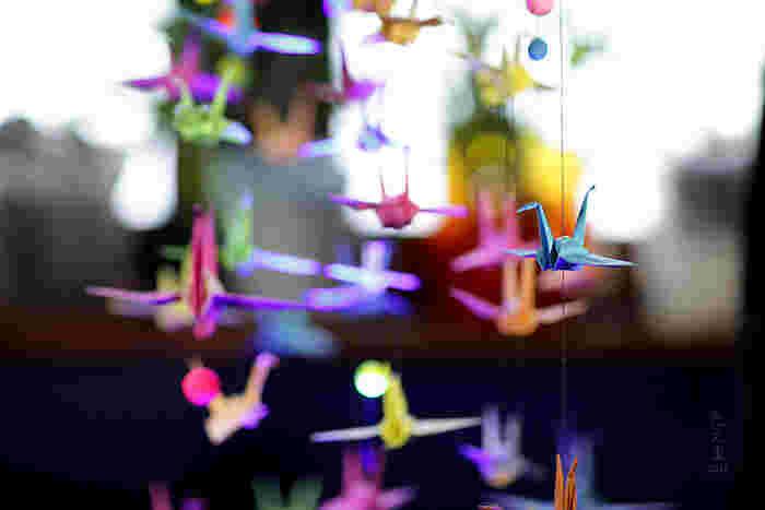 お馴染みの鶴も、ガーランドにすれば素敵なインテリアに大変身。鶴はウェディングアイテムとしても人気が高いんだそうです。結婚祝いの贈り物などにもいかがですか?
