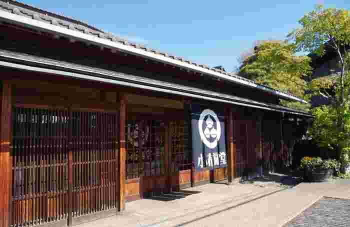 1923年(大正12年)に栗菓子製造会社としてスタートした「小布施堂」の本店。食事どころで、甘味のメニューも豊富です。