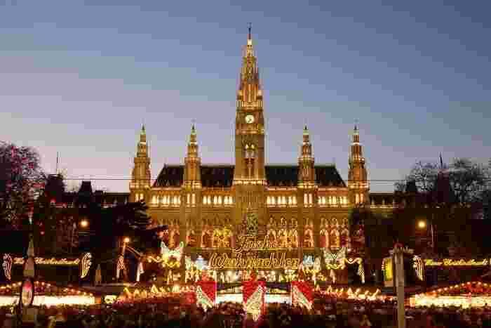 次にご紹介するクリスマスマーケットはオーストリアの首都にある「ウィーン」のクリスマスマーケットです。ウィーンのクリスマスマーケットは、11月の半ばからスタートと比較的長めなクリスマスマーケットです!