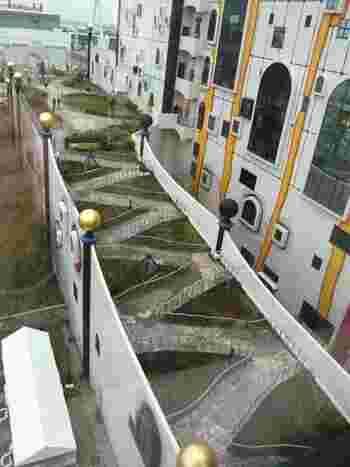 こちらはジグザグに作られた遊歩道。資料の展示もわかりやすい上、展示以外の場所にも様々な趣向がこらされています。