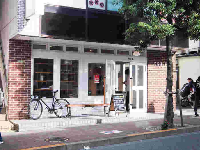 三軒茶屋は都心まですぐに出られる距離なので、いっそ電車は使わずに、職場まで自転車通勤。仕事帰りには馴染みのカフェに寄って常連さんとお喋りしたり、おいしいお店を探してみたり。新しいお店や人との出会いを通して、自分の価値観も広げられそうです。