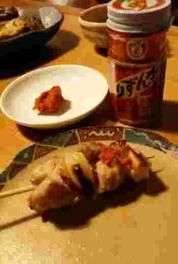手間隙かけて作られた「かんずり」は、真っ赤の辛そうな見た目でありながらマイルドな辛さ。ほのかに柚子の香りもし、口当たりも良く、湯豆腐にとっても合います。焼き鳥につけても美味しいですよ♪