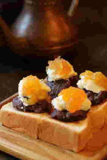 名古屋といえば喫茶店の小倉トースト。人気店も多数あり、お店ごとに様々なバリエーションがありますが、コーヒーショップ カコは可愛らしく四分割したスタイル。写真は、バタートースト×小倉餡×4種類のコンフィチュール×クリームです。
