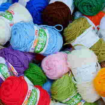 【材料・道具】 ・アクリル毛糸 ・かぎ針 ・毛糸とじ針  ※使う毛糸は、アクリル100%のものを。ウール混など、他の繊維が混ざっていると汚れが落ちなかったり乾きが遅くなる場合があります。