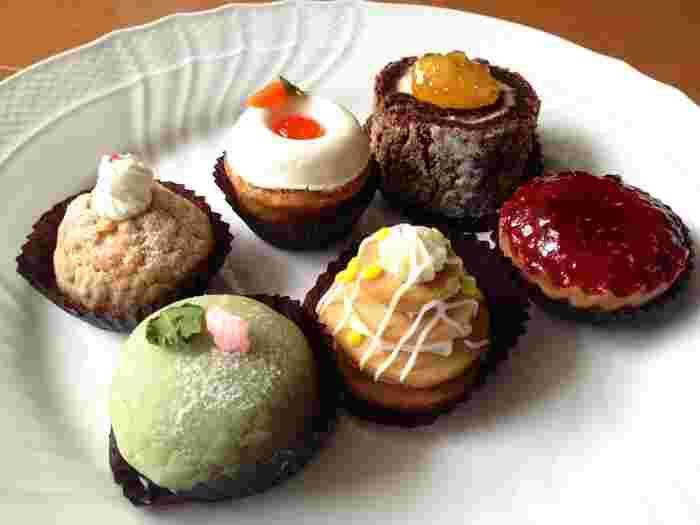 食べるのがもったいないほど、可愛らしい生ケーキが6種類詰め合わされたセットはおもたせに使えそう。