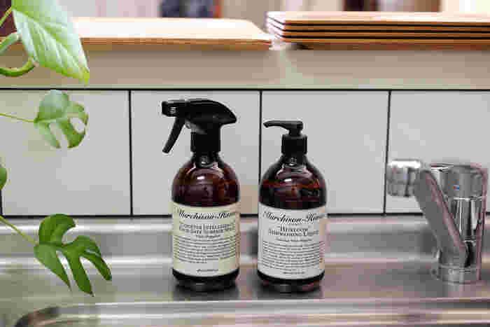 オーストラリア生まれの植物由来の洗剤【Murchison Hume】(マーチソン ヒューム)。台所用・食器用・バス&トイレ用など、用途別にいくつものシリーズが揃っています。さりげなく置いておくだけで絵になる、スタイリッシュなデザインのボトルも魅力的。使うたびに気持ちが上がりそうですね♪