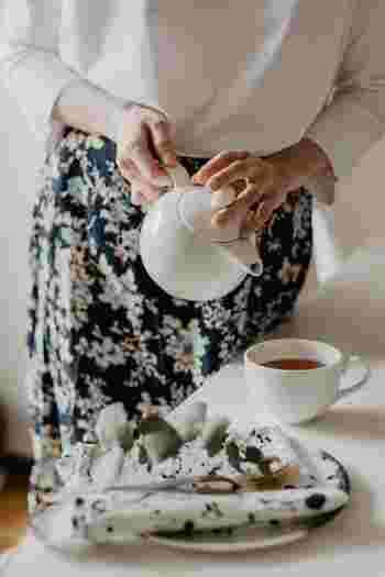 作業をしていてちょっと喉が渇いたとき、インスタントささっと済ませてしまいがちなお茶。コーヒーでも紅茶でも日本茶でも、丁寧に淹れて飲む10分間はとても贅沢な時間になります。