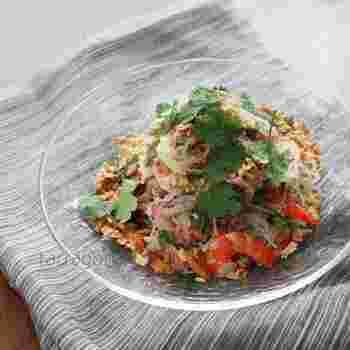 タイ料理の春雨サラダと言えば、ヤムウンセン。サラダと言ってもお肉や野菜など具沢山なので、しっかりおかずとしていただけます♪作り置きや、お弁当にも◎