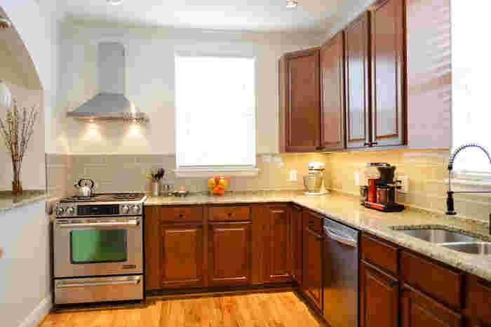 使いやすく、美しい空間に。取り入れやすい《キッチン収納アイデア》