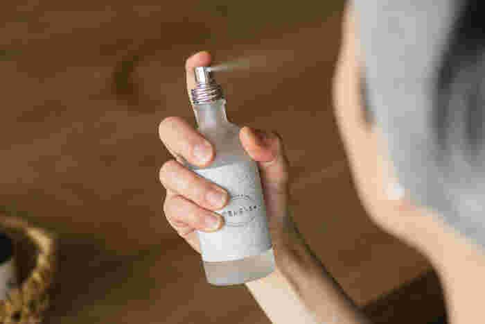 こちらはモロッコのダマスカスローズを贅沢に使った「朝摘みばら水」。香りが一番良い早朝に収穫し、蒸留したエッセンスと水だけで作る化粧水です。甘い香りに気持ちもリラックスできるはず。
