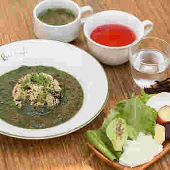 ランチのコースは平日限定。「リセットコース」は多忙で食生活が乱れがちな方におすすめですよ。バーニャカウダやポタージュなど野菜を堪能できる充実の内容。しっかり食べで身体の中をリセットしましょう。