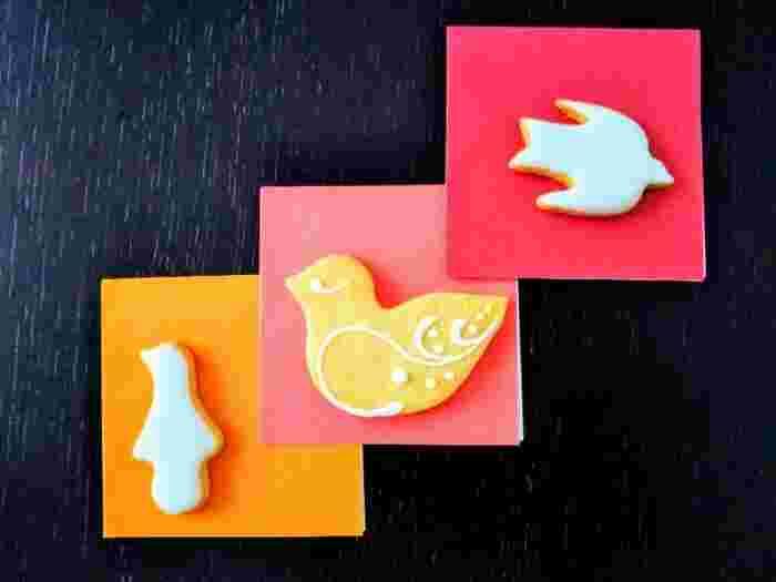 手土産の1番人気は、なんといってもクッキー。キュートな見た目にほっこりしますね。こちらは夕焼けに飛ぶ鳥をイメージした「鳥のかたちクッキー」。レモン風味のお砂糖がかかっていて、ほのかな酸味が爽やかです。