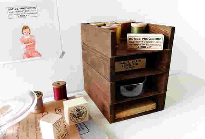 このように縦に重ねると省スペースです。手芸用品やステーショナリーなど、いろんな小物もすっきりとおしゃれに収納できますね。